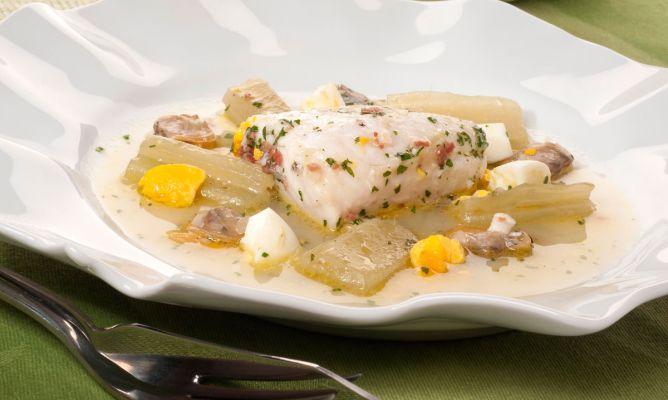 Merluza en salsa verde con cardo y almejas pesqueras - Salsa verde para almejas ...